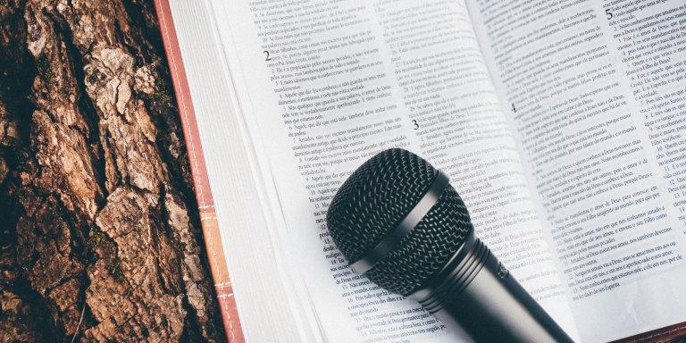 Farnoosh Torabi – Flipping The Mic – Farnoosh InterviewsMe