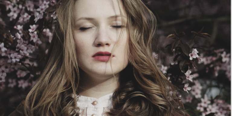 This Is The Heartbreaking Truth About Why You're Jealous OfHer