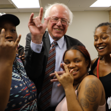 These Teens Taught Bernie Sanders The 'I Love You' Hand Sign And It's The Most Precious Thing On The Internet