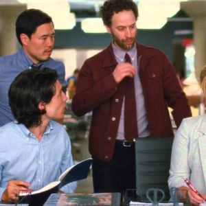 How To Shut Down A Coworker Who's Being Sexist (Without Bringing Up The 'S' Word At All)