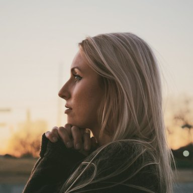 How To Make A Girl Think About You Non-Stop (And Fall In Love With You)