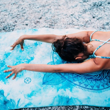 5 Ways To Work On Your Summer Body While Watching Netflix At Home