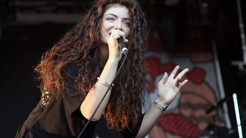 22 Thoughts I Had While Watching Lorde's Music Video For PerfectPlaces