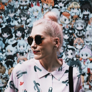 girl with sunglasses and bun
