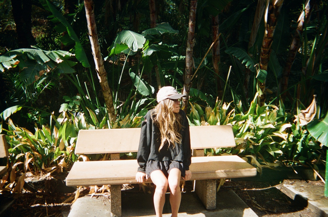 girl sitting on a park bench, signs of strength, leaving a narcissistic relationship