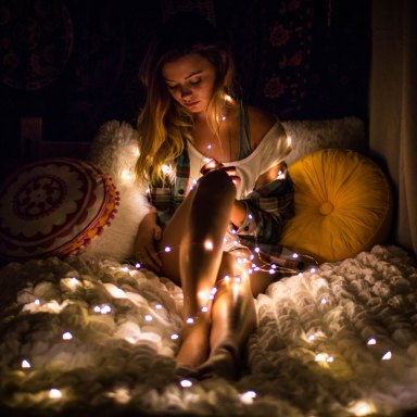 girl in christmas lights