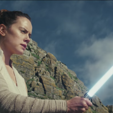"""Rei from Star Wars holding a light sabor in 'The Last Jedi"""" trailer"""