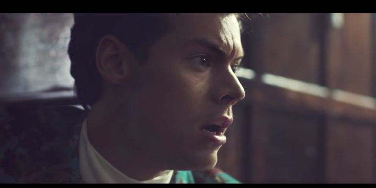 My Review Of The 'Kiwi' Music Video By HarryStyles
