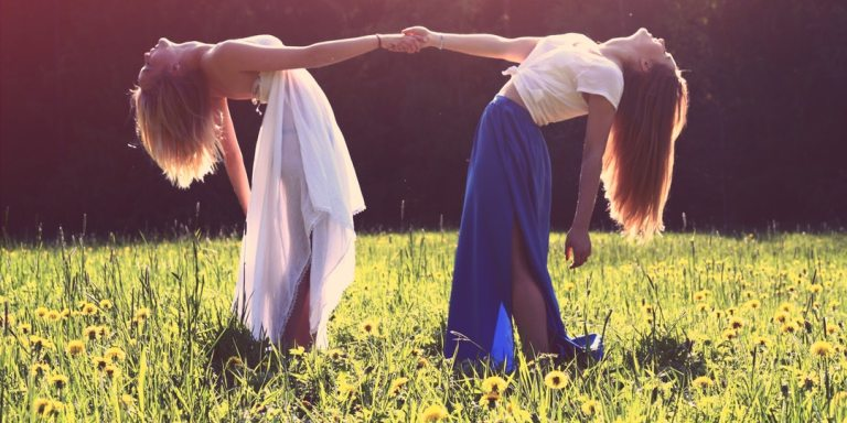 These Are The 10 Rules For Long-Distance Friendships