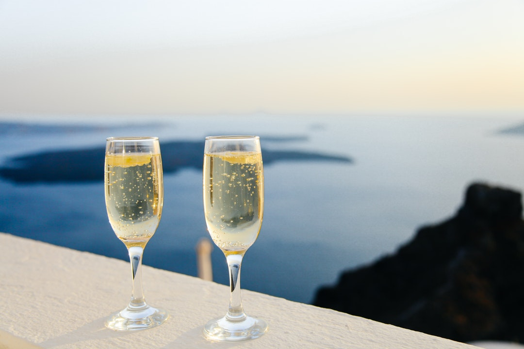Two wine glass with champagne in them in Thera