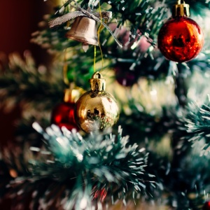 9 Ways To Support Your Grieving Loved Ones This Holiday Season