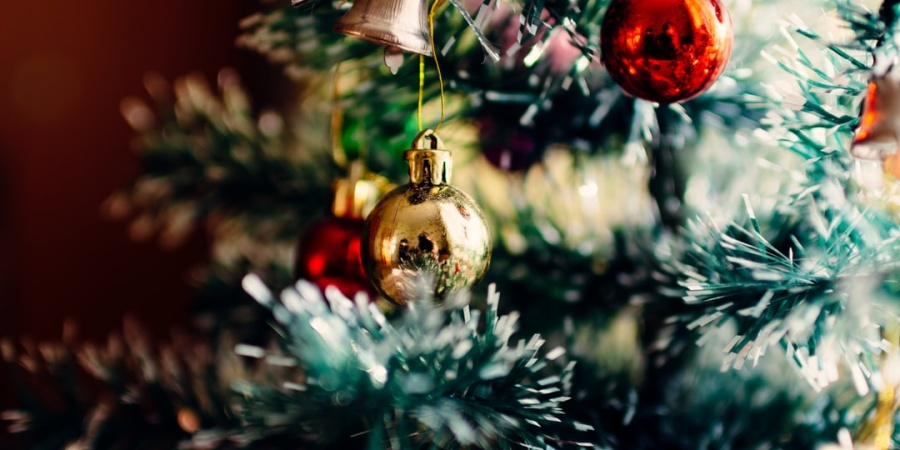 9 Ways To Support Your Grieving Loved Ones This HolidaySeason