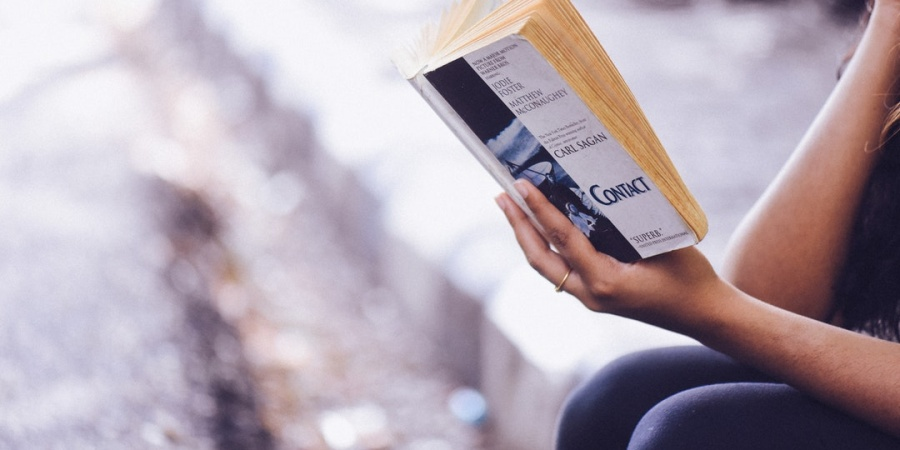 5 Powerful (And Doable!) Hacks To Read More Books This Year