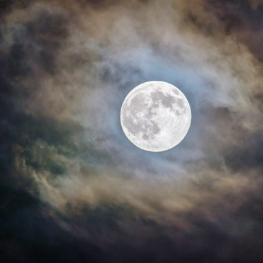 Here's How To Make The Most Out Of The Pisces Full Moon On August 26th