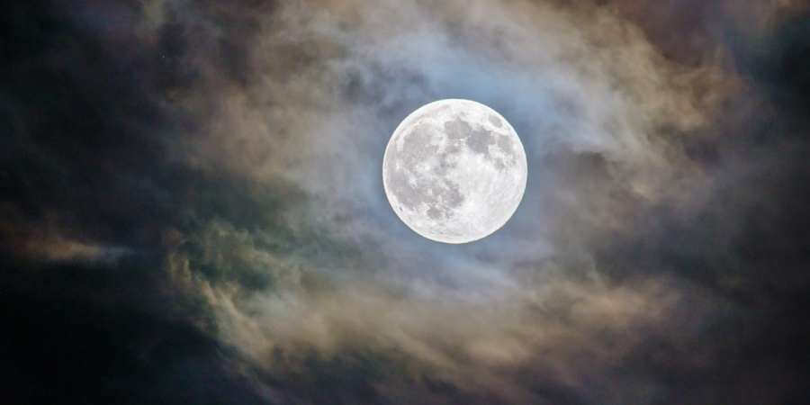 Here's How To Make The Most Out Of The Pisces Full Moon On August26th