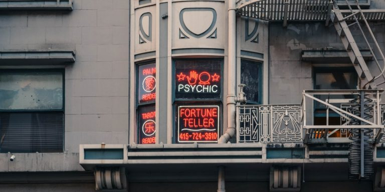 9 Things To Know Before Going To A Psychic Medium, As Told By Someone Who Works WithOne