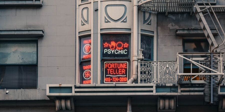 9 Things To Know Before Going To A Psychic Medium, As Told By Someone Who Works With One