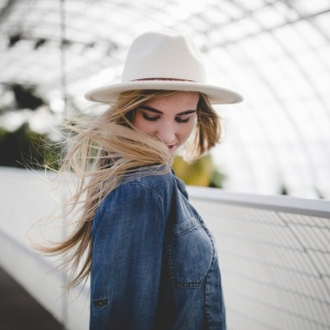 This Is How To Attract The Free-Spirited Woman You're Crushing On