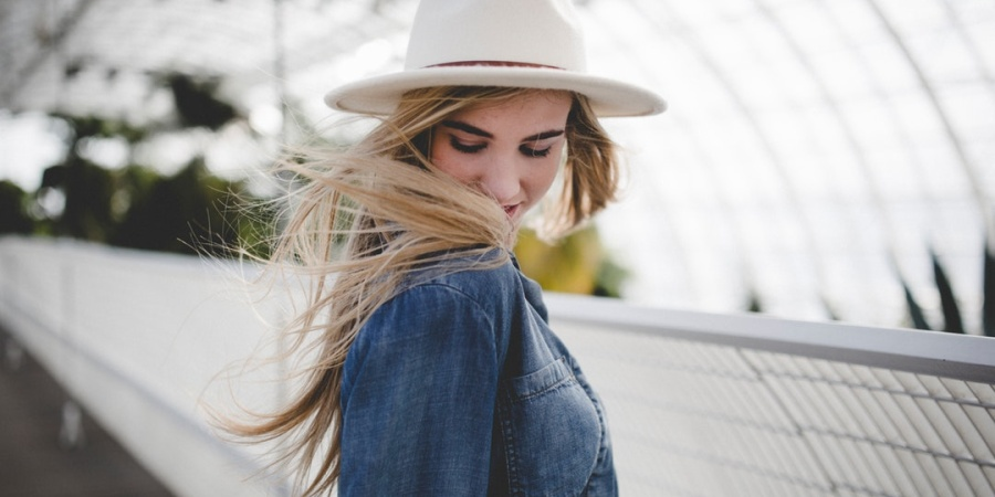 This Is How To Attract The Free-Spirited Woman You're CrushingOn