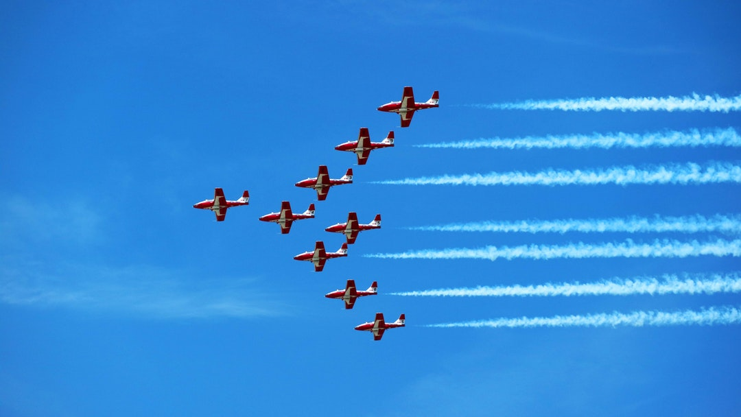 plane doing aerial ceremony