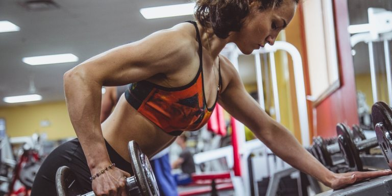 Why You Should Stop Looking At Your Arm Fat (And What That Has To Do With Reaching YourGoals)