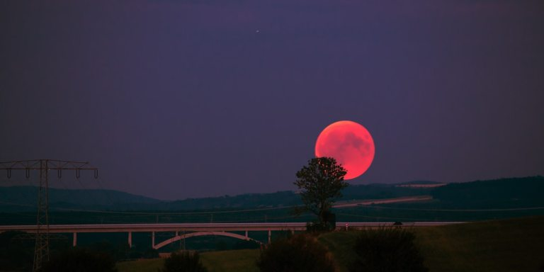 How October's Blood Moon Will Influence Your Life, Based On Your ZodiacSign