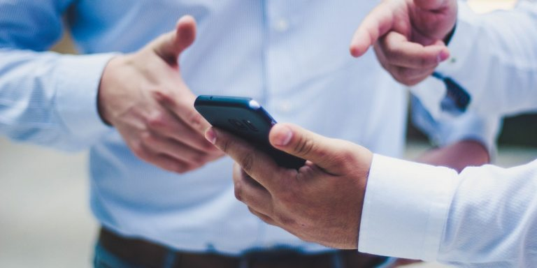 7 Things That Happen When You Focus On Your Phone Instead OfPeople