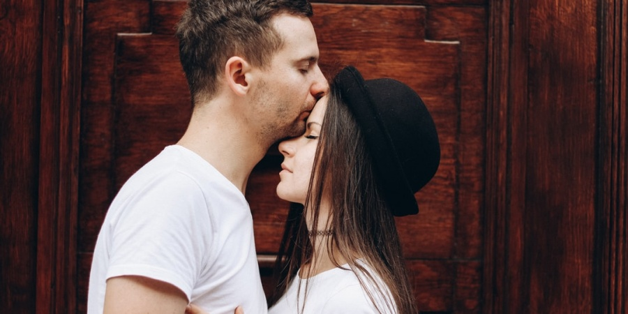 Here's How Each Zodiac Sign Behaves When They're InLove