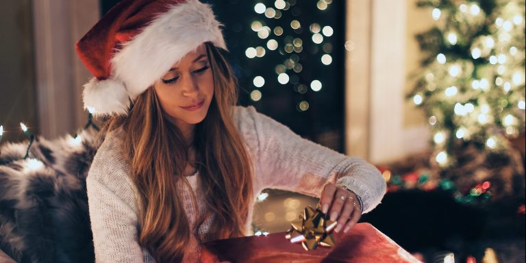 Single? Here's How To Survive The Holidays Without Feeling LonelyAF