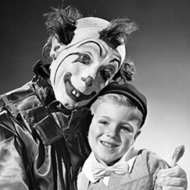 11 Vintage Photos of Super-Creepy Clowns