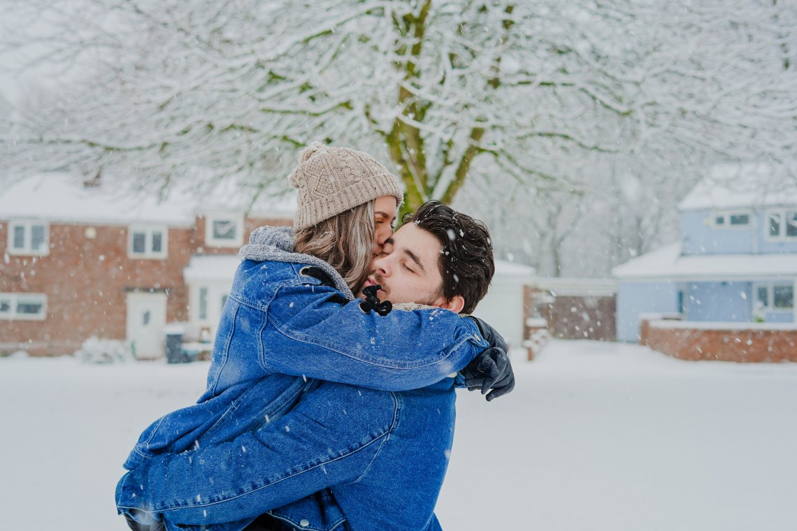 hugging couple, happy couple, snow couple, love, extravagant love, real love