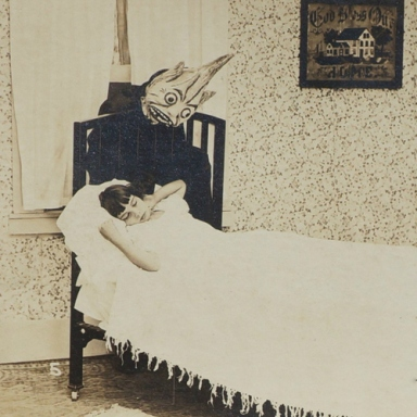 40 Vintage Photos Of People In Masks That Are So Creepy, You'll Be Glad They're All Dead Now