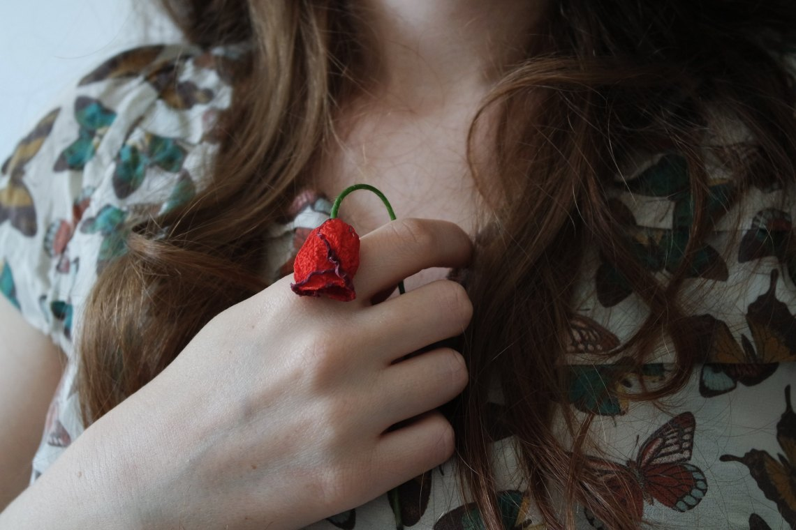 withered rose hair hands