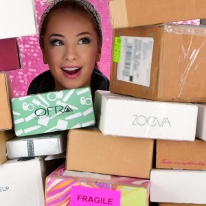 Beauty YouTubers Are Unboxing Their PR Packages On Camera And We Are Shook At All Of The Free Stuff