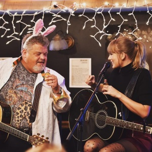 Here Are The Clips From Taylor Swift's Surprise Performance At The Bluebird Cafe