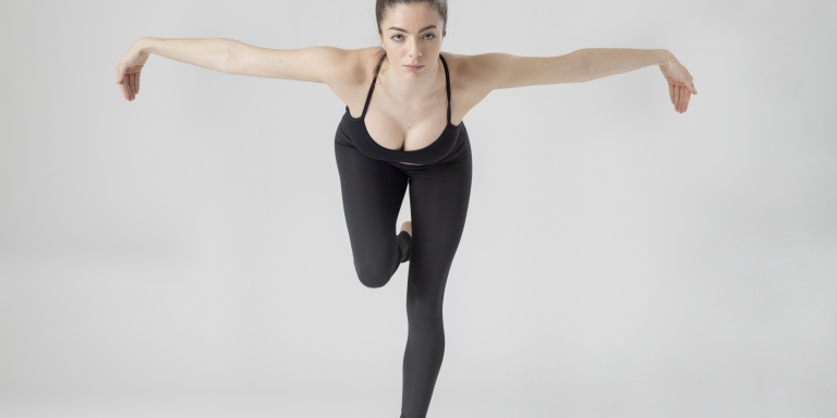 12+ Dynamic Action Poses Inspired By The FemaleForm