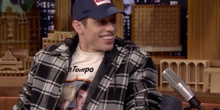 Pete Davidson Just (Officially) Confirmed He's Engaged To ArianaGrande!!!