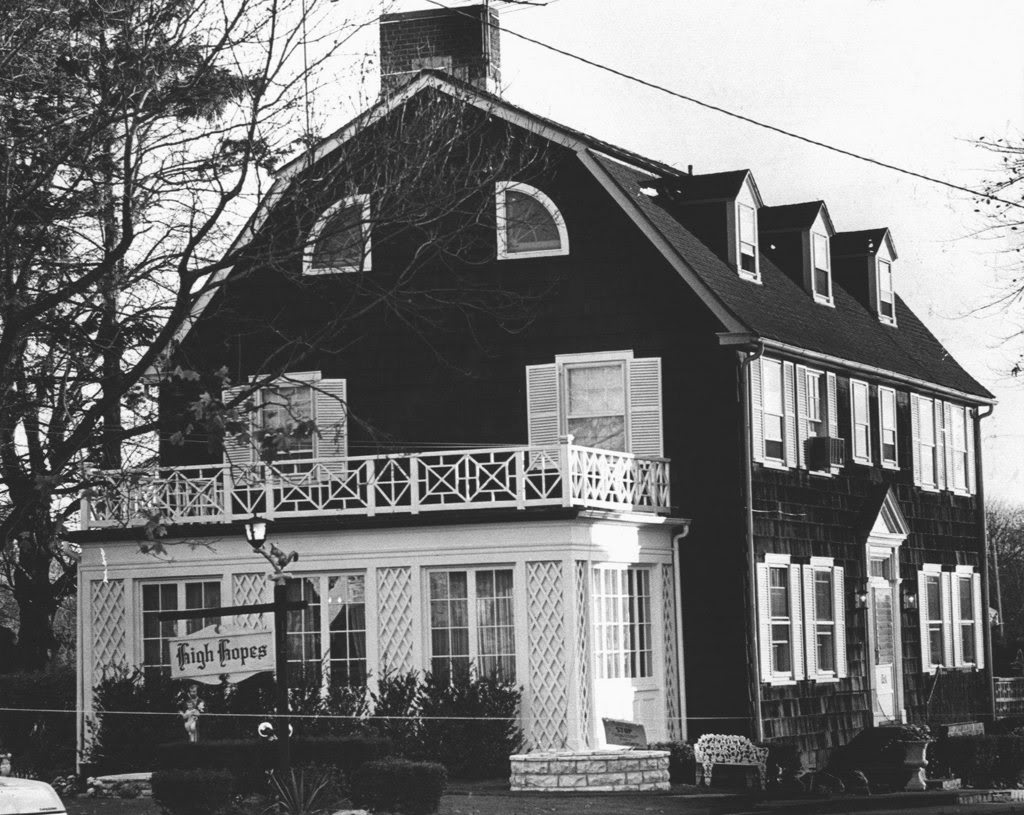112 Ocean Avenue: 17 Creepy Facts About The House That Inspired 'The Amityville Horror'