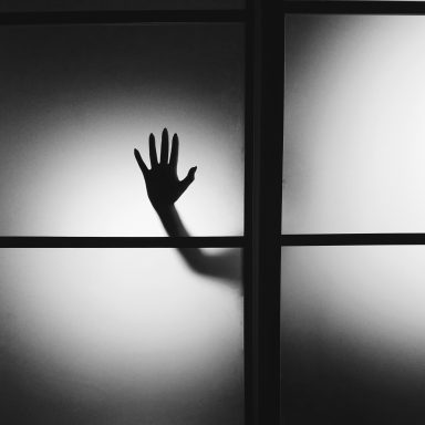 35 Victims On The Creepiest, Gut-Twisting Thing They Have Seen Through Their Window