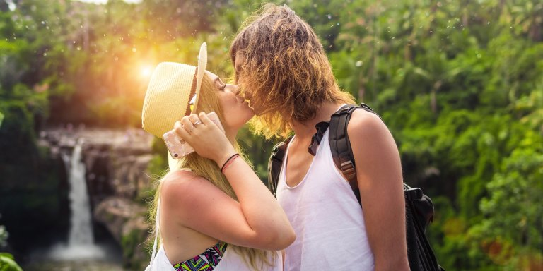 50 Singles Admit What Makes Them Lose Interest, Swipe Left, And Leave DatesEarly