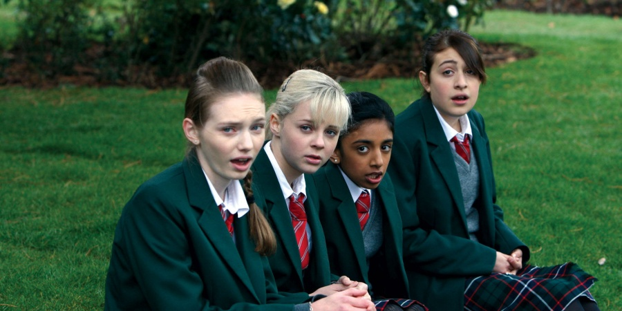 4 Things I Learned While Rewatching 'Angus, Thongs And Perfect Snogging' OnNetflix