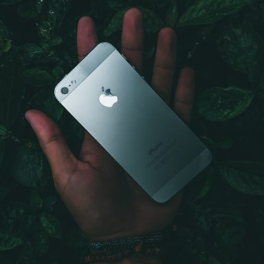 (Dis)connection: An Honest Story About Ditching My Phone For A Month