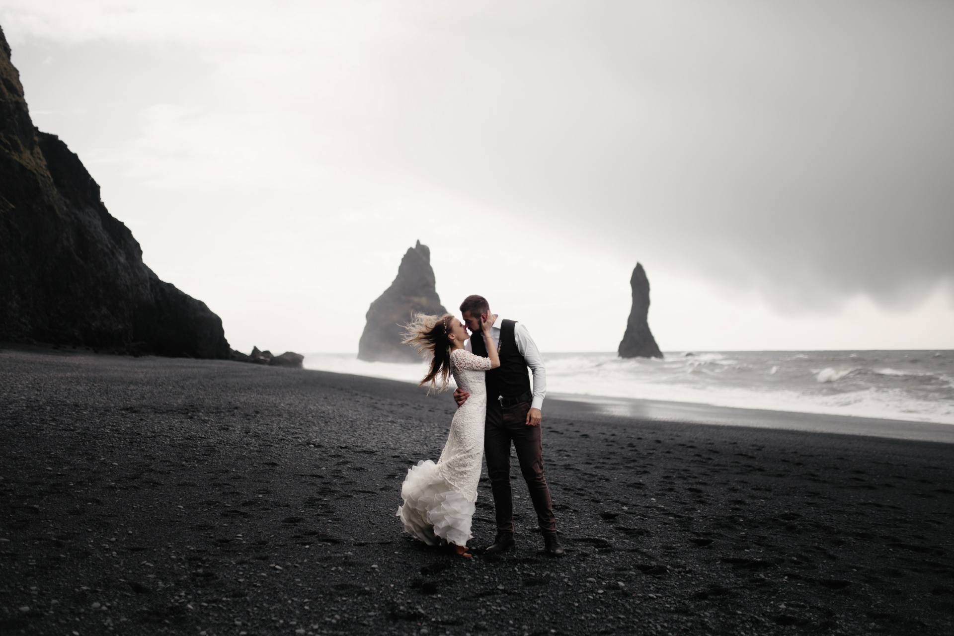 50 Married Couples Reveal What They Regret The Most About Their Wedding Day