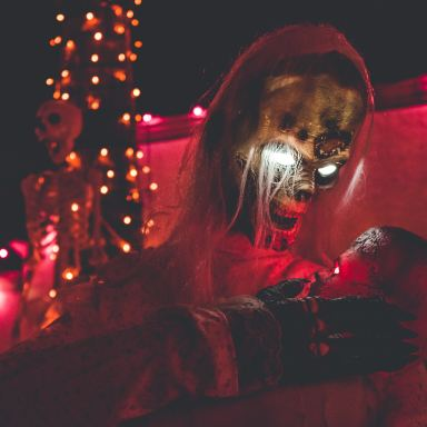 13 Haunted House Scarers On The Funniest Times They Ever Scared The Shit Out Of Someone