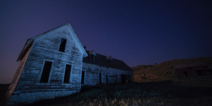 30 Anonymous People Admit To Dark Things That Happened In Their Secluded Hometown