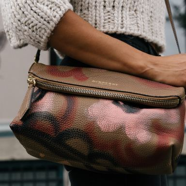 10 Things To Put In Your Purse For Both Yourself And For Others