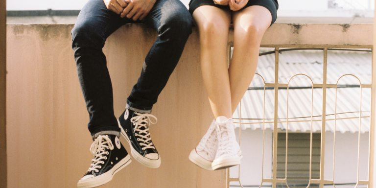 7 Surefire Ways To Tell He Definitely Thinks You're 'JustFriends'
