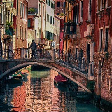 When In Venice, Wear A Bowler Hat
