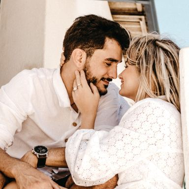 Ways To Win Over A Girl Whose Love Language Is 'Words Of Affirmation'