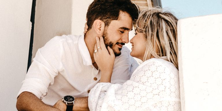 50 Ways To Win Over A Girl Whose Love Language Is 'Words Of Affirmation'